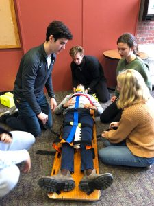 students learning how to use a backboard--SPEC 22 Outdoor Emergency Care (WS 2019)